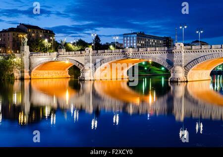 Turín (Torino), Puente Umberto I y el río Po a la hora azul