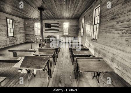 Interior de la histórica escuela de una sola habitación en Dothan del famoso parque. HDR procesado. Foto de stock
