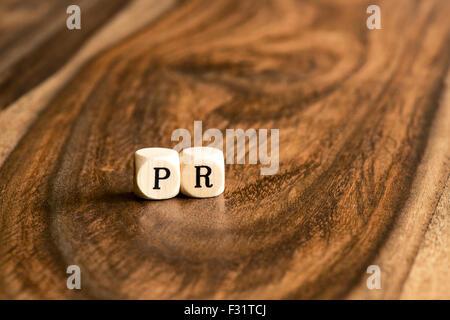 PR palabra antecedentes sobre bloques de madera