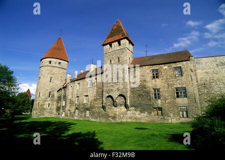 Estonia, Tallinn, paredes medievales. Foto de stock