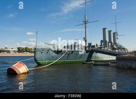 """San Petersburgo, Rusia - Julio 03, 2012: el crucero """"Aurora"""", el museo de la Revolución Rusa. Foto de stock"""
