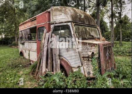 Broken vintage Citroën H van