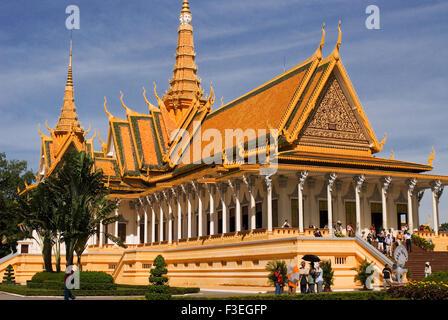 Palacio Real. Phnom Penh. El Palacio Real de Phnom Penh fue construido hace más de un siglo para servir como residencia Foto de stock