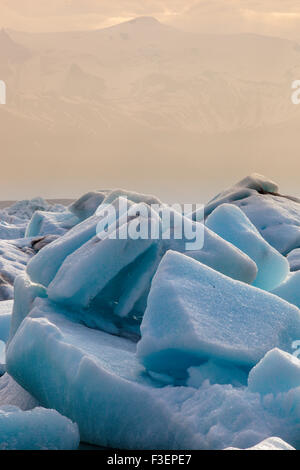 Icebergs en la Laguna del Glaciar Jökulsarlon, Islandia, Europa