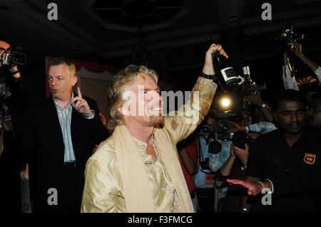 Presidente del grupo Virgin, Sir Richard Charles Nicholas Branson lanzar Virgin Atlantic Airways ; Bombay Bombay