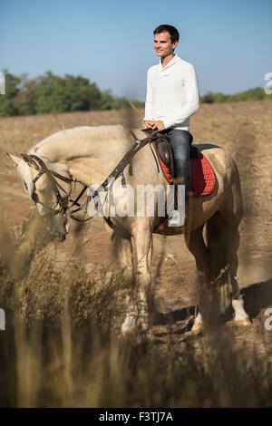 Atractivo, el hombre a caballo