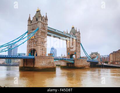 Tower Bridge en Londres, Gran Bretaña Foto de stock