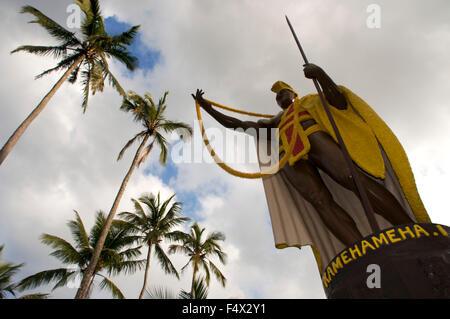 La estatua de Kamehameha el Grande en Kapa'au. Isla Grande. Hawaii. Ee.Uu.. Estatua Kamahameha reside en Hawaiʻi Island (conocido localmente un