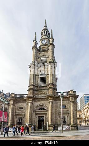 St George's Tron, la Iglesia de Escocia en Buchanan Street Glasgow Escocia con el olivo silvestre Café fuera de banner