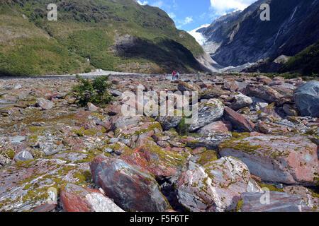 Rocas en el glaciar Franz Josef, el deshielo de los glaciares debido al cambio climático, Franz Josef, Isla del Sur, Nueva Zelanda