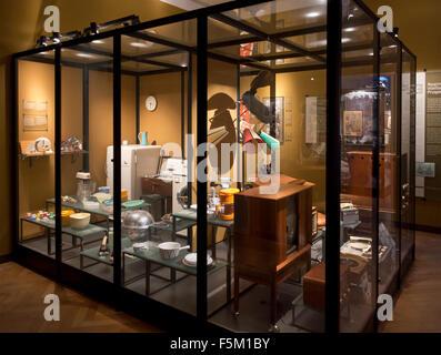 Post-guerra (WW2) y 50's 60's efectos domésticos en el Museo Nacional de Dinamarca (Nationalmuseet), Copenhague, Dinamarca.