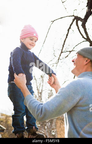 huddinge single parents Project livelihood strategies and sense of control/agency among estonian  single mothers  postal address: 141 89 huddinge tel: +46 (0)8 608 4000 fax:  +46.