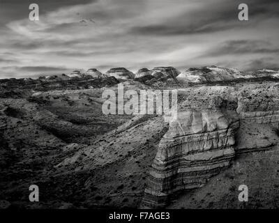 Amanecer en el desierto del sur Hartnett Waterpocket Fold. El Parque Nacional Capitol Reef, Utah Foto de stock