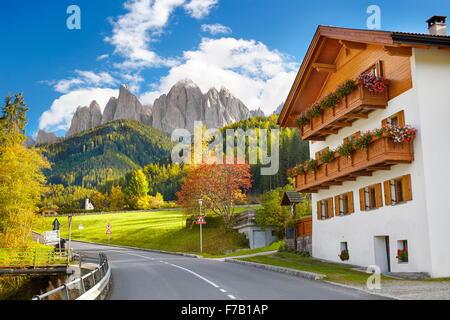 Val Di Funes, provincia de Tirol, los Alpes, las montañas Dolomitas, Italia