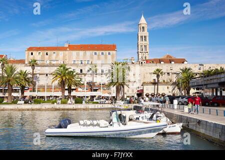 Split, Croacia, en Split, el pequeño puerto de la región de Dalmacia en Croacia