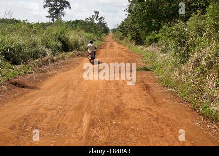 La carretera principal entre Notse y Kpalime, Togo