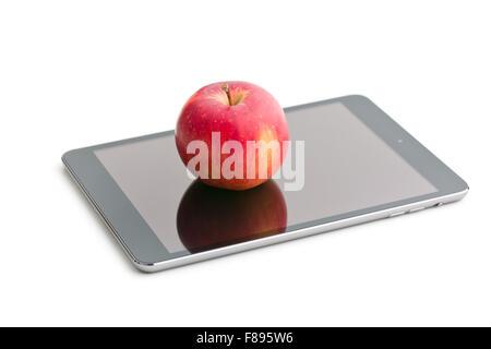Apple y PC tableta roja sobre fondo blanco.