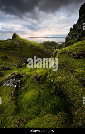 Atardecer en quiraing, Isla de Skye, Escocia, Inglaterra, Reino Unido, Europa Foto de stock