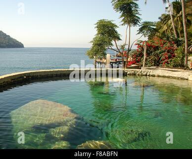 Una hermosa piscina de hotel en Yelapa, México.