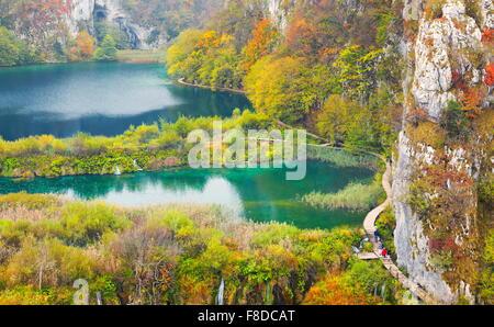 Paisaje otoñal del Parque Nacional de Los Lagos de Plitvice, Croacia, la UNESCO Foto de stock