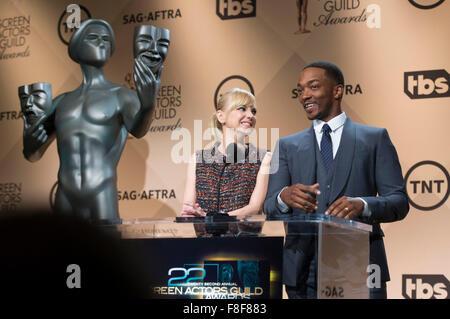 Los Angeles, California, EEUU. El 9 de diciembre de 2015. Anthony Mackie (R) y Anna Faris anunciar las nominaciones para la 22ª Anual de la Screen Actors Guild (SAG) Awards en Los Angeles, Estados Unidos, 9 de diciembre de 2015. La 22ª Anual de SAG Awards fueron anunciados esta mañana en el Centro de diseño del Pacífico SilverScreen's en West Hollywood. El 22 SAG serán transmitidos por TNT y TBS el sábado, 30 de enero de 2016. Crédito: Yang Lei/Xinhua/Alamy Live News