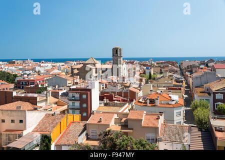 Vista de la ciudad y la iglesia de San Nicolau de Parc del Castell, Malgrat de Mar, Costa del Maresme, Cataluña, España