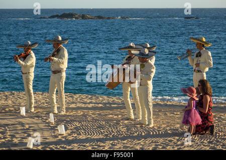 México. Tangolunda, Huatulco, Oaxaca, playa music group.