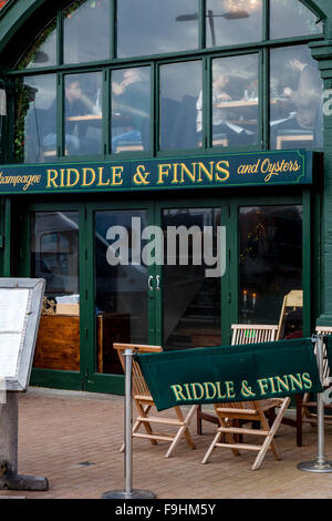 Riddle y finlandeses, Champagne & Oyster Bar, Brighton, Sussex, Reino Unido