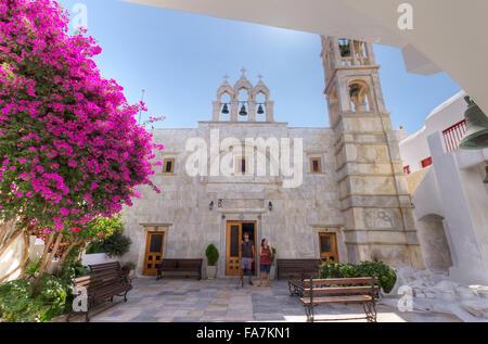 En Grecia, en las islas Cícladas, la isla de Mykonos, Ano Mera village, Monasterio Tourliani