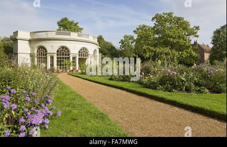 Los semi-circular en el Osterley Park Garden House y House, Middlesex, en septiembre. Construido en 1780, el jardín de la casa fue diseñada por Robert Adam como un invernadero. Aún es usado para mostrar plantas tiernas como naranjos y limoneros hoy.