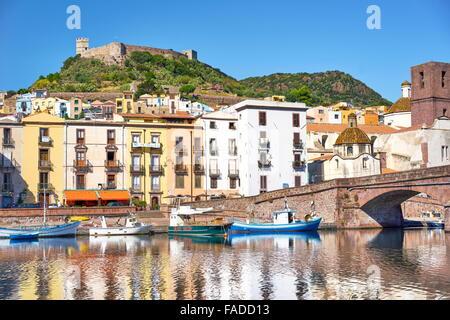 Casco Antiguo de Bosa, vistas al castillo Malaspina, Riviera del Corallo, Sardegna (Cerdeña, Italia)