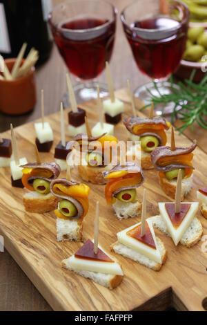 Tapas, pinchos, canapés, español parte finger food