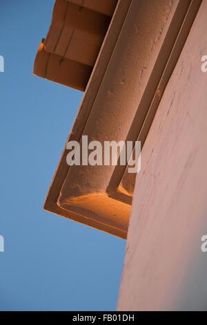 Los detalles arquitectónicos de una villa moderna cerca de Praia de Santa Eulalia, Albufeira, Algarve, Portugal