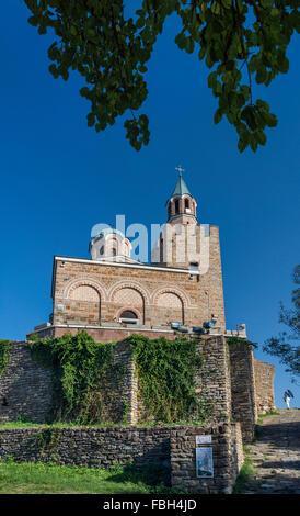 La Iglesia patriarcal, construida en 1981, en la Fortaleza de Tsarevets en Veliko Tarnovo, Bulgaria
