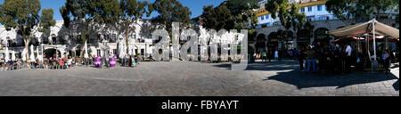 Casemates Square en el Peñón de Gibraltar a la entrada del Mar Mediterráneo Foto de stock
