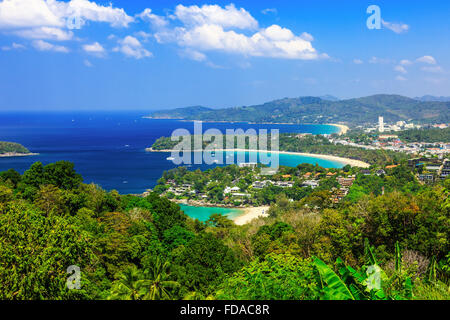 Phuket, Tailandia. Punto de vista de Kata Noi, Karon Beach y la playa de Patong.