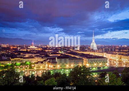 Turín (Torino) panorámica de alta definición de crepúsculo