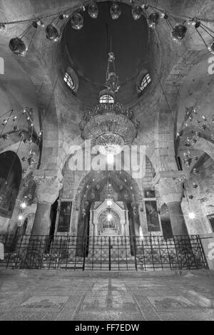 Jerusalén, Israel - Marzo 4, 2015: La capilla de Santa Elena, en la Iglesia del Santo Sepulcro.