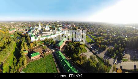 Vistas panorámicas aéreas de la Lavra de la Trinidad de San Sergio en Sergiev Posad, Rusia.