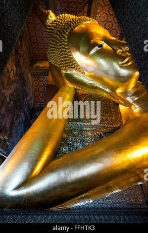 El Buda Reclinado, el templo Wat Pho, isla de Rattanakosin, Bangkok, Tailandia. Wat Pho (Templo del Buda Reclinado) o W