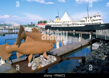 Sault Ste. Marie, Ontario, Canadá - MS Norgoma (Museo Barco) acoplado a lo largo de St.Mary's River Waterfront en Roberta Bondar Park Foto de stock