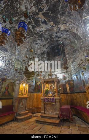 Jerusalén, Israel - Marzo 3, 2015: La iglesia ortodoxa, tumba de la Virgen María en el Monte de los Olivos.