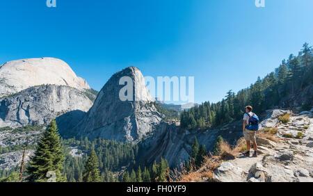 Walker en busca de libertad Cap, el Parque Nacional Yosemite, California, EE.UU., América del Norte