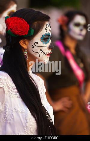 LA CALAVERA CATRINAS O CALAVERAS, elegantes son los iconos del DÍA DE LOS MUERTOS - GUANAUATO, MÉXICO Foto de stock
