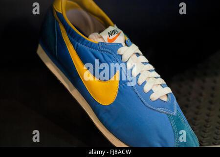 Nike Bill Bowerman handcrafted ligero zapato claveteado, circa 1966 - Oficina de Marcas y Patentes de Estados Unidos, Alexandria, Virginia, EE.UU.