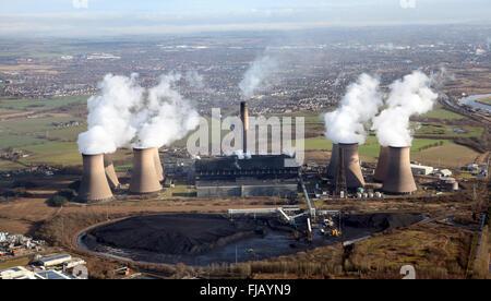 Vista aérea de Fiddlers Ferry Power Station cerca de Widnes, Cheshire, Reino Unido