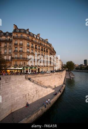 A orillas del río Sena, París, Francia, Europa