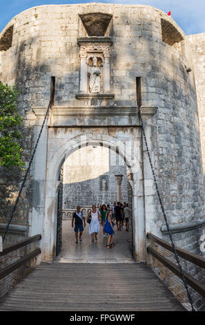 La Puerta Pile con figura de Saint Blaise, entrada al casco antiguo de Dubrovnik, Croacia