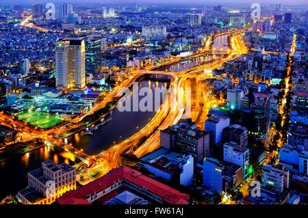 Vista aérea de la ciudad de Ho Chi Minh y el río Saigón, Ho Chi Minh, Vietnam