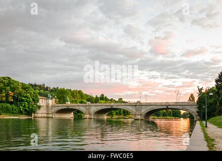 Turín (Torino), Puente Umberto I y el río Po al atardecer